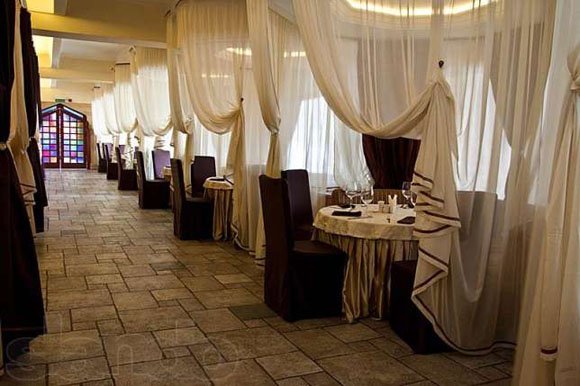 Ресторан Баку. Азербайджанские вина Савалан