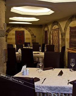 Ресторан Баку - уютные столики